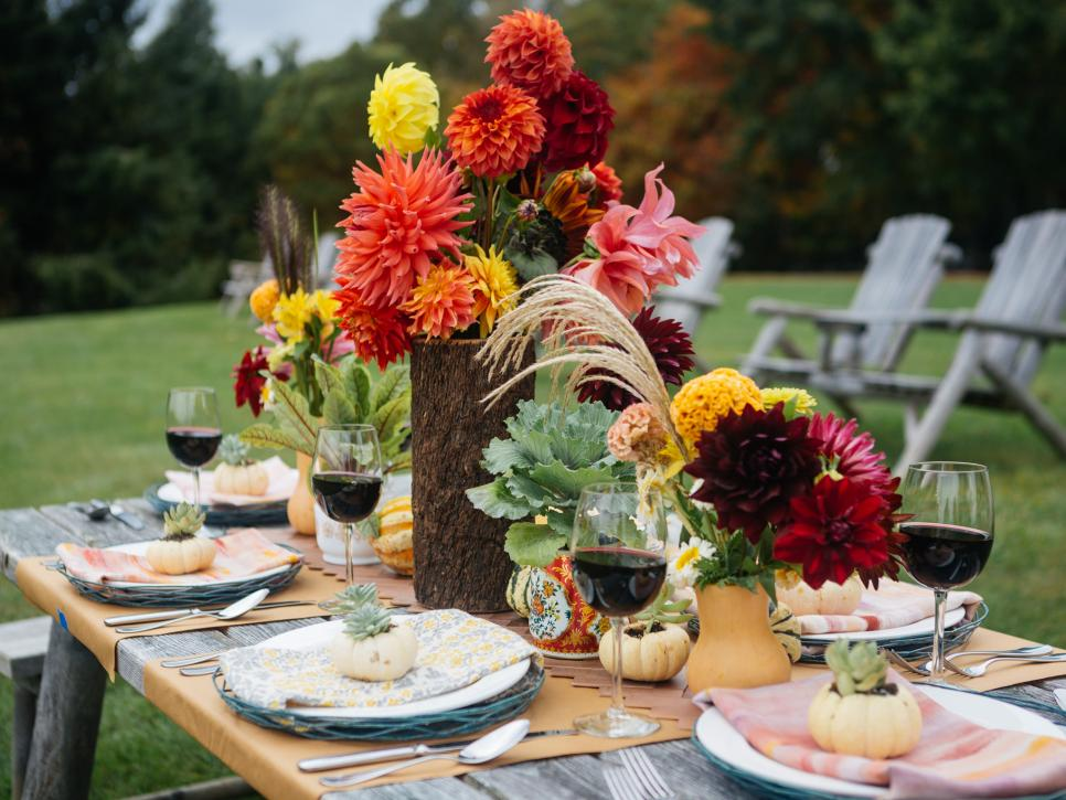 original_fall-outdoor-entertaining-mixed-napkins_h-jpg-rend-hgtvcom-966-725